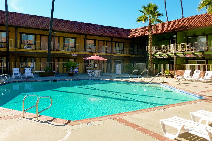 "Pool at GuestHouse International Hotel from ""National Lampoon's Vacation"""